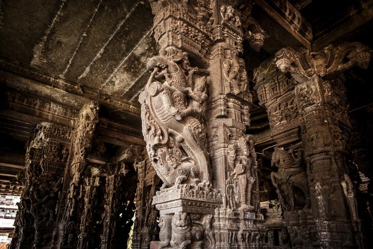 Sculpté à même la montagne dans un seul bloc, ce temple indien est un lieu unique au monde ! (vidéo sur Bidfoly.com) Par Alice Mercier Temple-kailasa