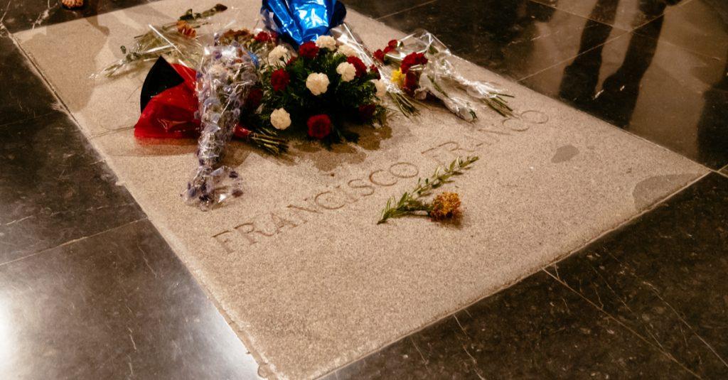 L'Espagne va exhumer le dictateur Franco de son mausolée, une décision historique pour la démocratie ! Par Benjamin Cabiron  Une-tombe-franco-1024x535