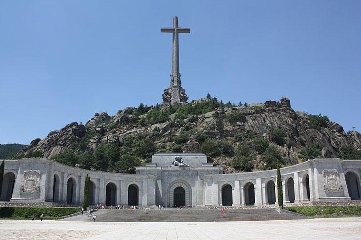 L'Espagne va exhumer le dictateur Franco de son mausolée, une décision historique pour la démocratie ! Par Benjamin Cabiron  Valle-de-los-caidos