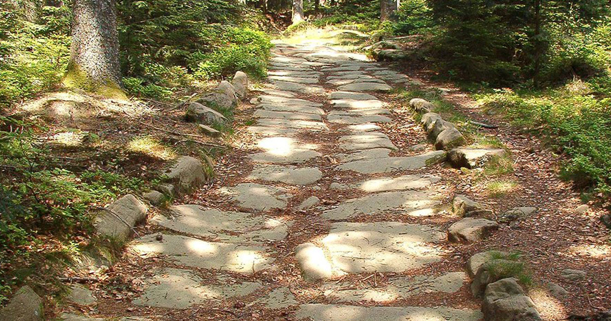 Quel était le secret des Romains pour construire des routes encore praticables 2000 ans plus tard ? (vidéo sur Bidfoly.com) Par Andy Rakotondrabe  Une-vois-romaine