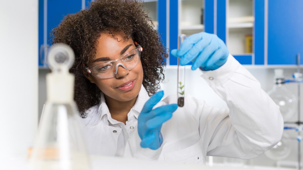 Les femmes scientifiques, pionnières de la recherche sur la Covid   ONU Info