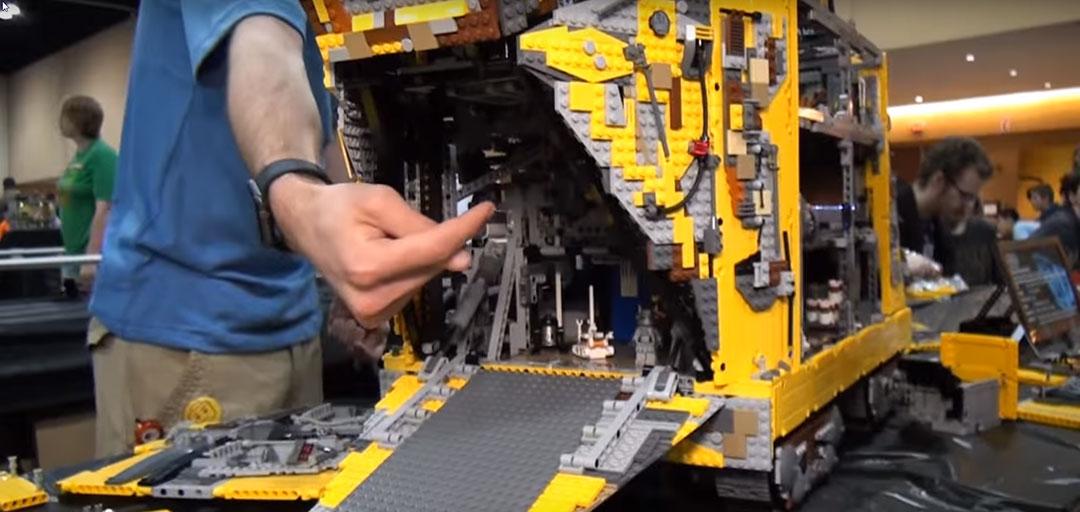 Jawa-Sandcrawler-LEGO-10