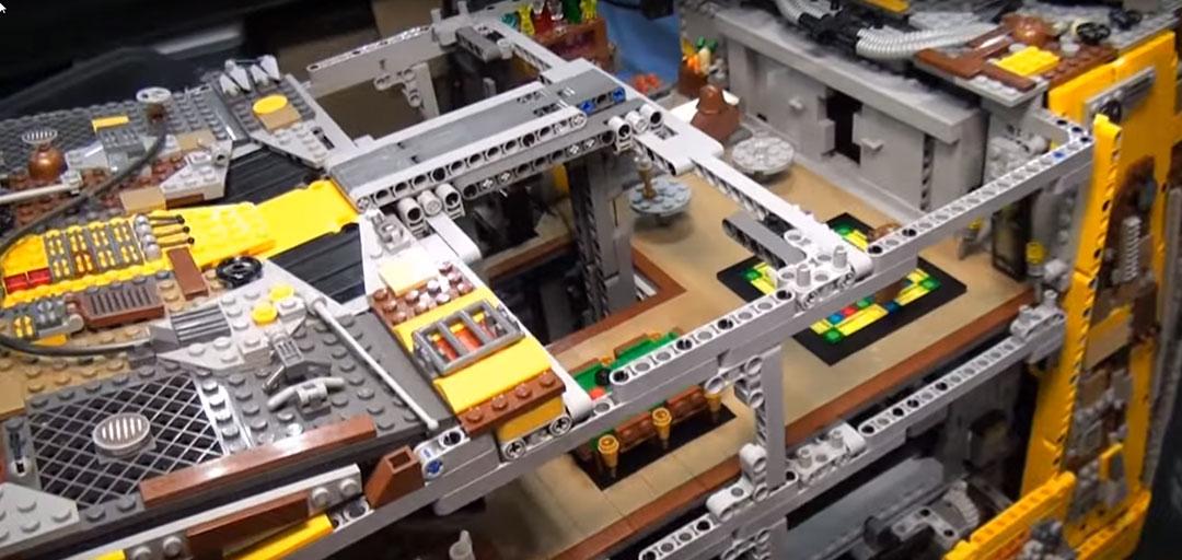 Jawa-Sandcrawler-LEGO-4