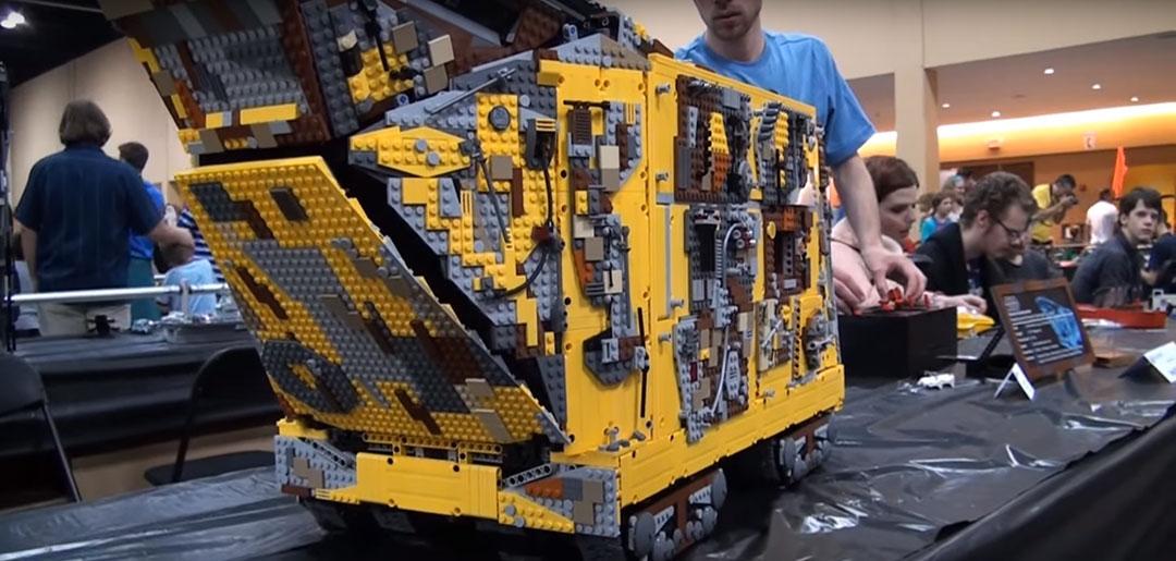 Jawa-Sandcrawler-LEGO