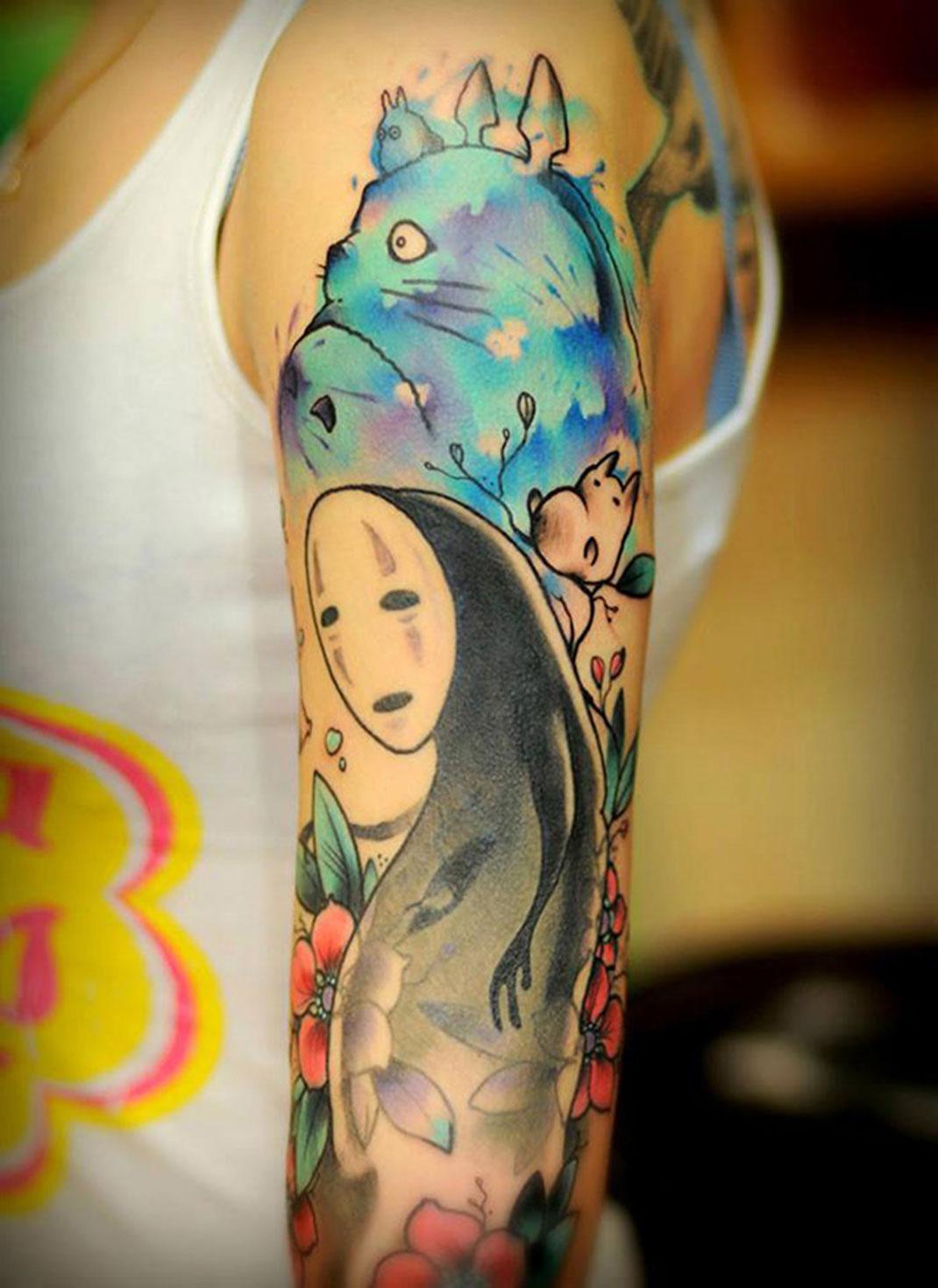 20 superbes tatouages qui rendent hommage aux chefs d uvre de hayao miyazaki daily geek show. Black Bedroom Furniture Sets. Home Design Ideas