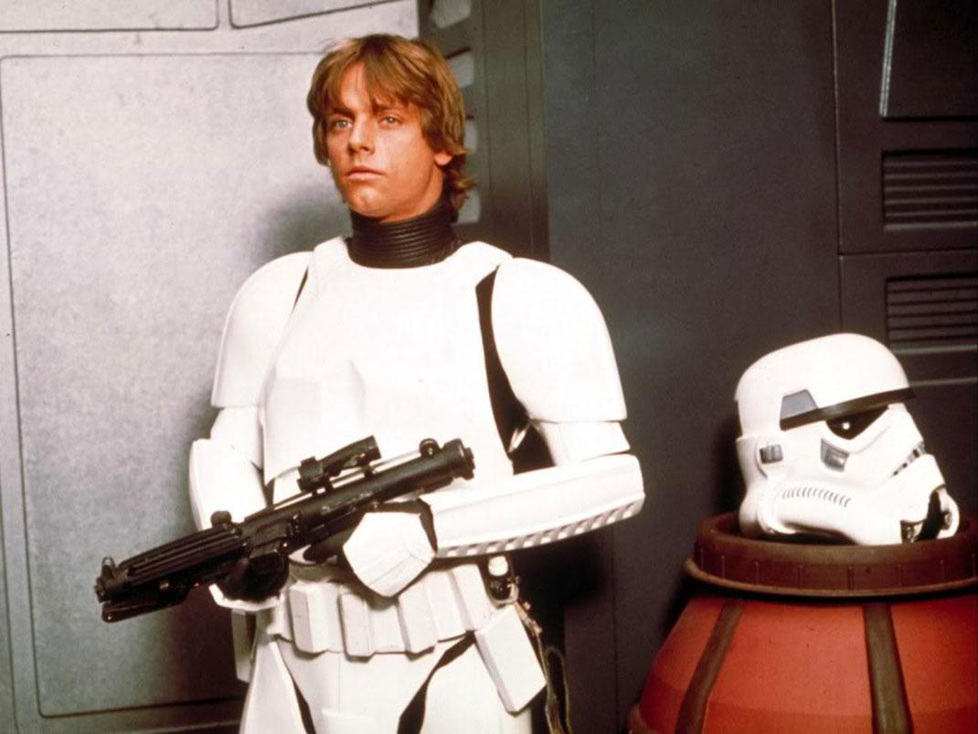 star-wars-luke-and-a-beheaded-stormtrooper