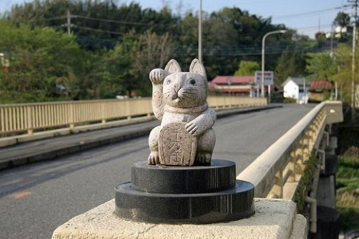 maneki-neko-statue-pierre