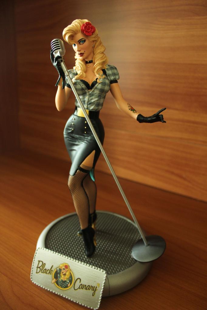 Black-canary-figurine