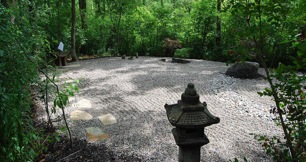 v ritable tradition japonaise les jardins zen se pr tent aussi bien la contemplation qu la. Black Bedroom Furniture Sets. Home Design Ideas