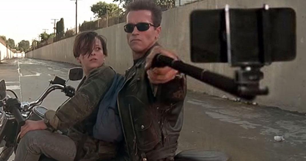 gun-w-selfie-stick-une