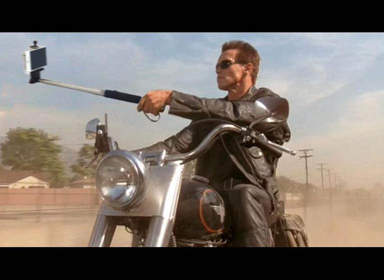 selfie-stick-terminator-arnold