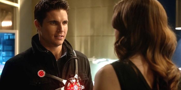 flash-season-1-episode-14-ronnie-caitlin1